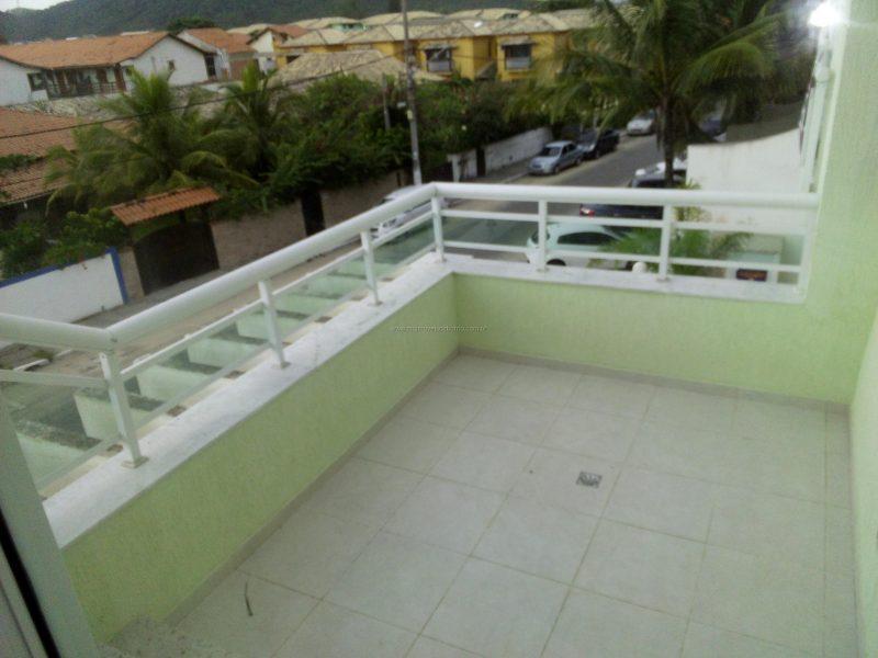 Casa em condomínio de frente para a Praia do Peró