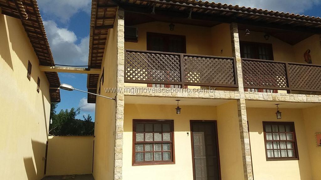 Excelente casa reformada em condomínio – 2 suítes