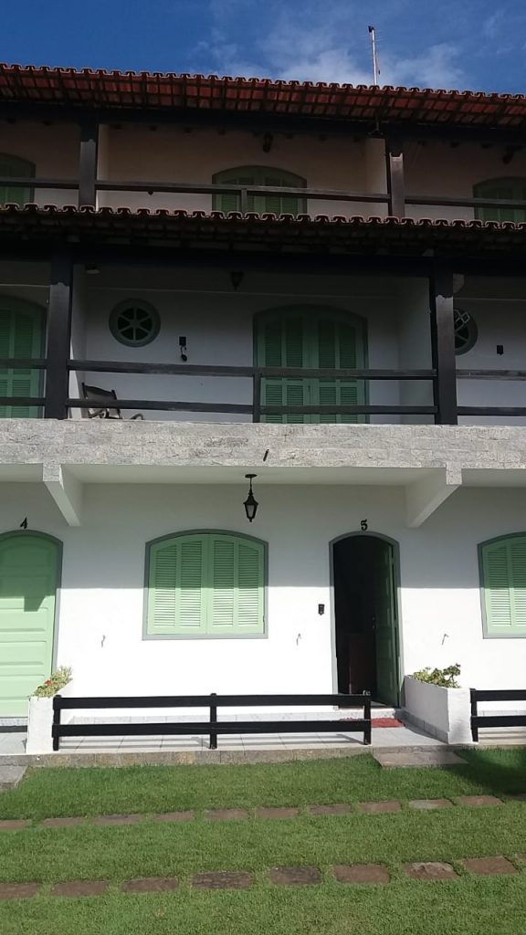 Cod: V185 – Casa Triplex em condomínio – 200 metros da Praia do Peró