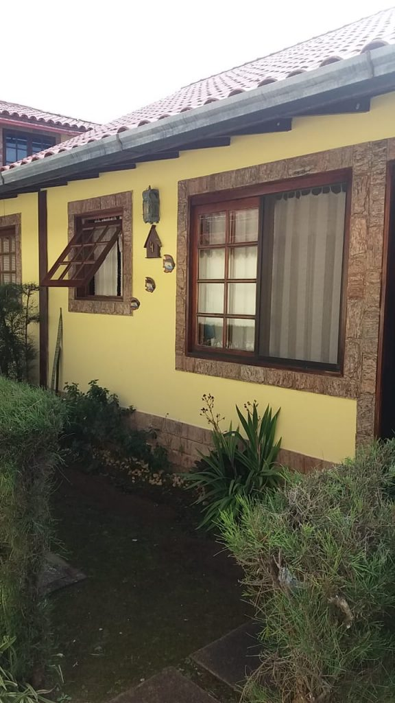 Cod: V220 – Linda casa em Condomínio – 300 metros da praia do Pero