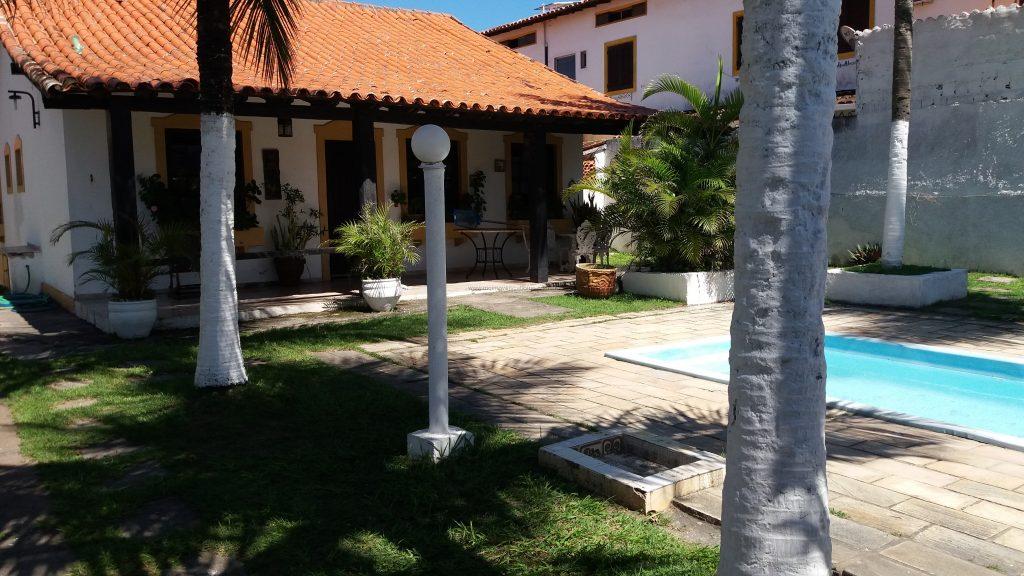 Cod:V345 – Casa independente c/ piscina – 300 metros da Praia