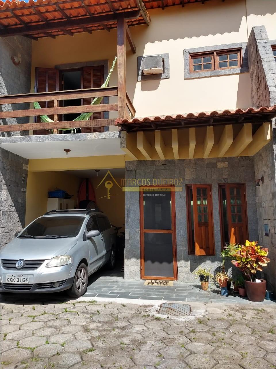 Cod: V555 Casa duplex com 2 vagas de garagem no bairro Peró