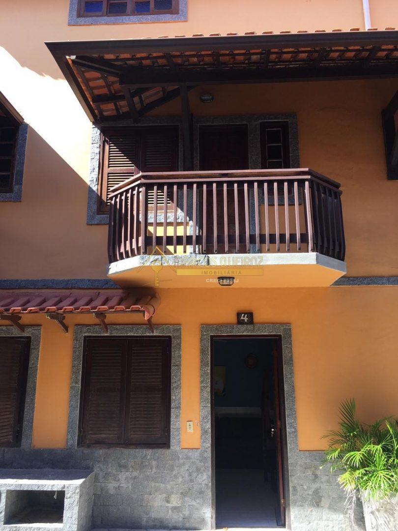 Cod: V615 Ótimo triplex em condomínio no bairro Peró